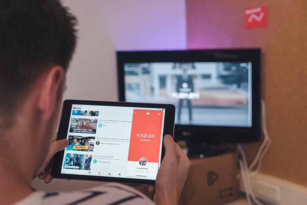 Jak zarabiać na YouTube bez nagrywania filmów